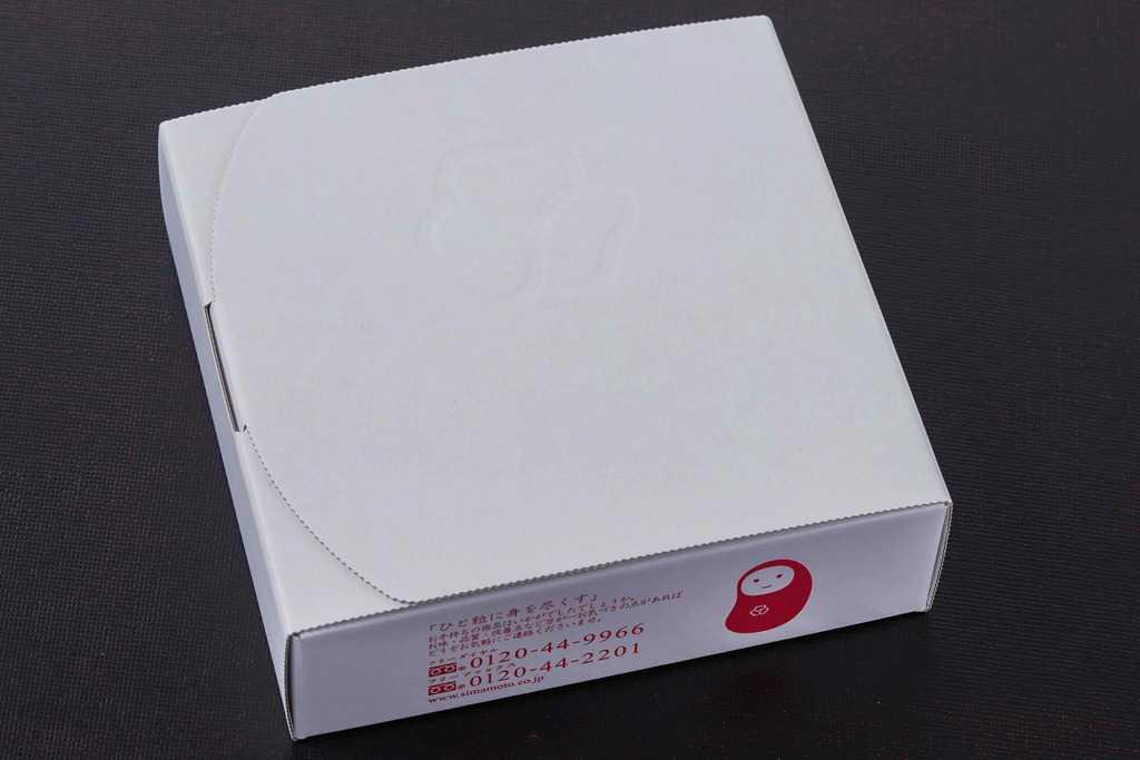 島本食品のオリジナル辛子明太子240gが入った白い箱