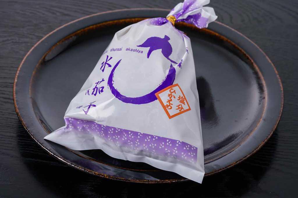 皿の上に乗った州旬菜あかしやの水茄子糠漬(水ナス漬)1袋