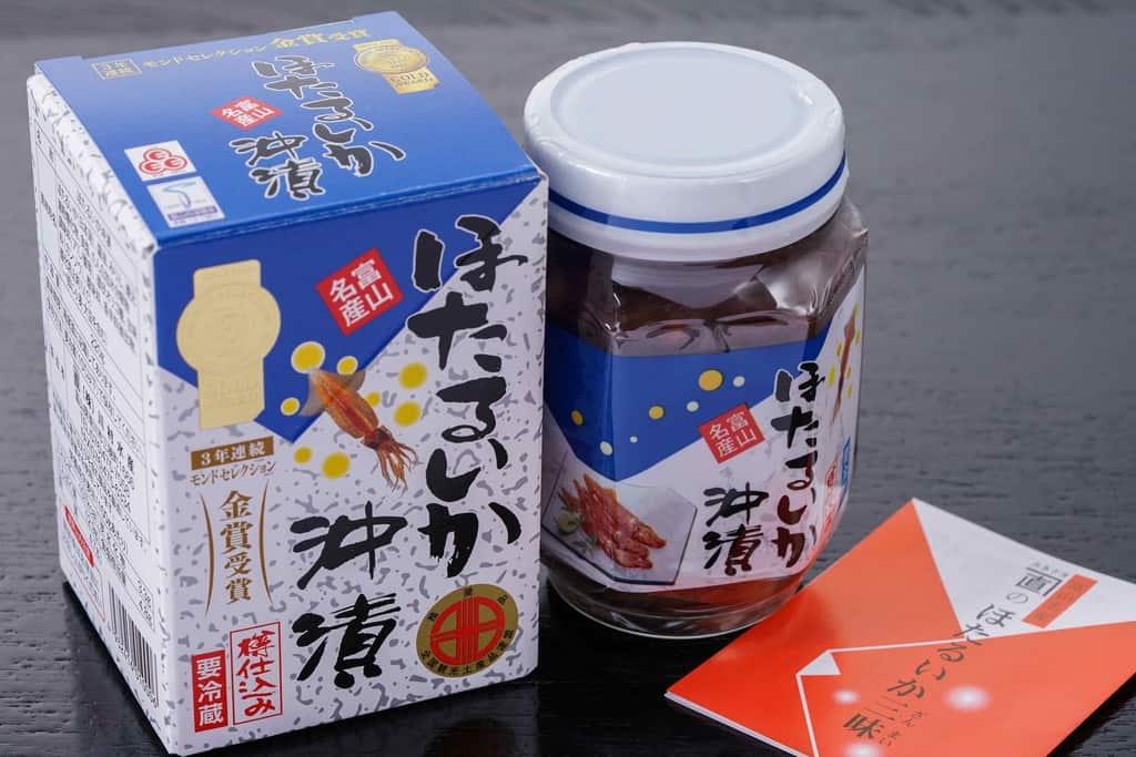 富山県川村水産のほたるいか沖漬220gの箱と瓶詰めとリーフレット、通販したホタルイカの沖漬け