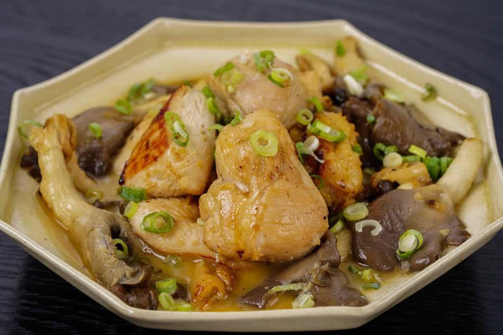 川俣シャモのムネ肉のにんにく炒め、地鶏ムネ肉のにんにく炒め、軍鶏ムネ肉
