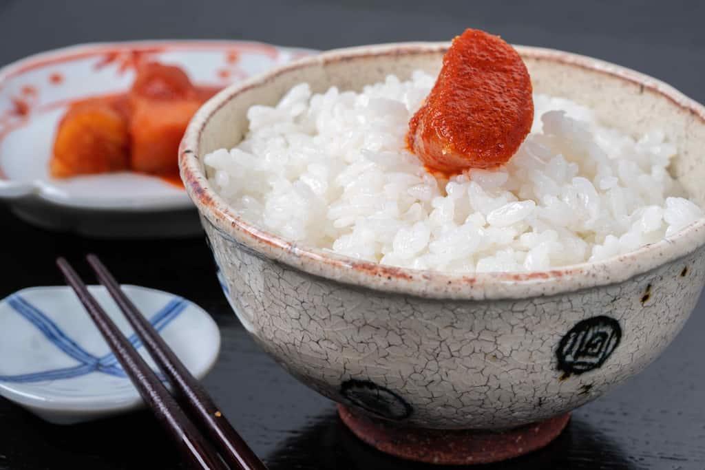 辛皇醬(ホットエンペラーソース)のかかったふくやの辛子明太子と白いご飯
