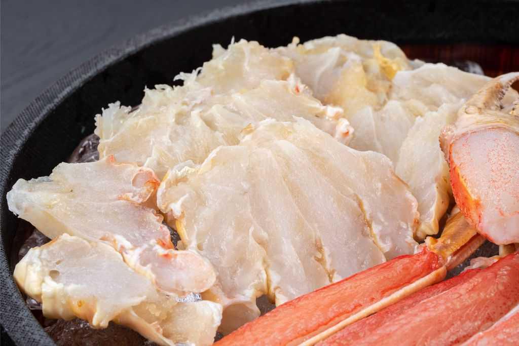 解凍したズワイガニの肩肉、生ズワイ蟹の肩肉