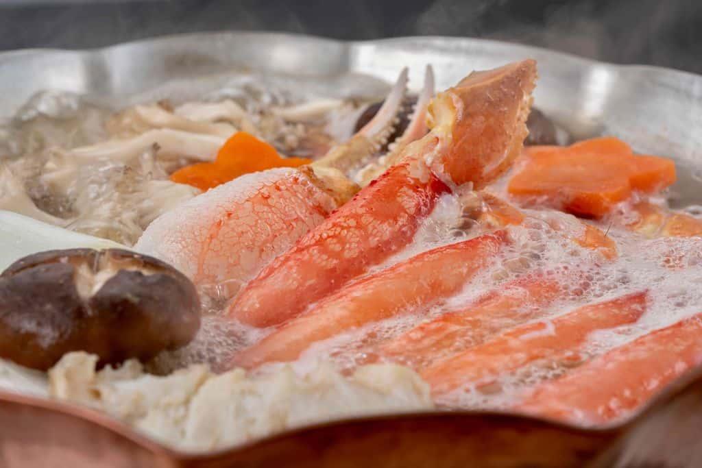 銅鍋で作るズワイ蟹鍋、蟹鍋