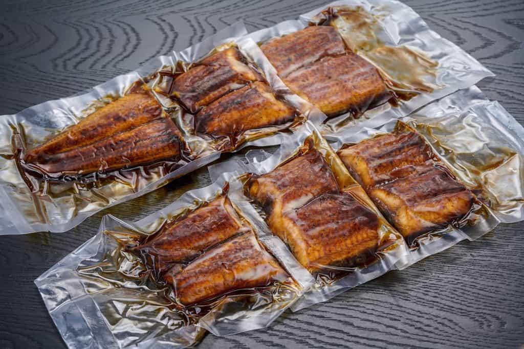 個包装にされたくら寿司のうなぎの蒲焼