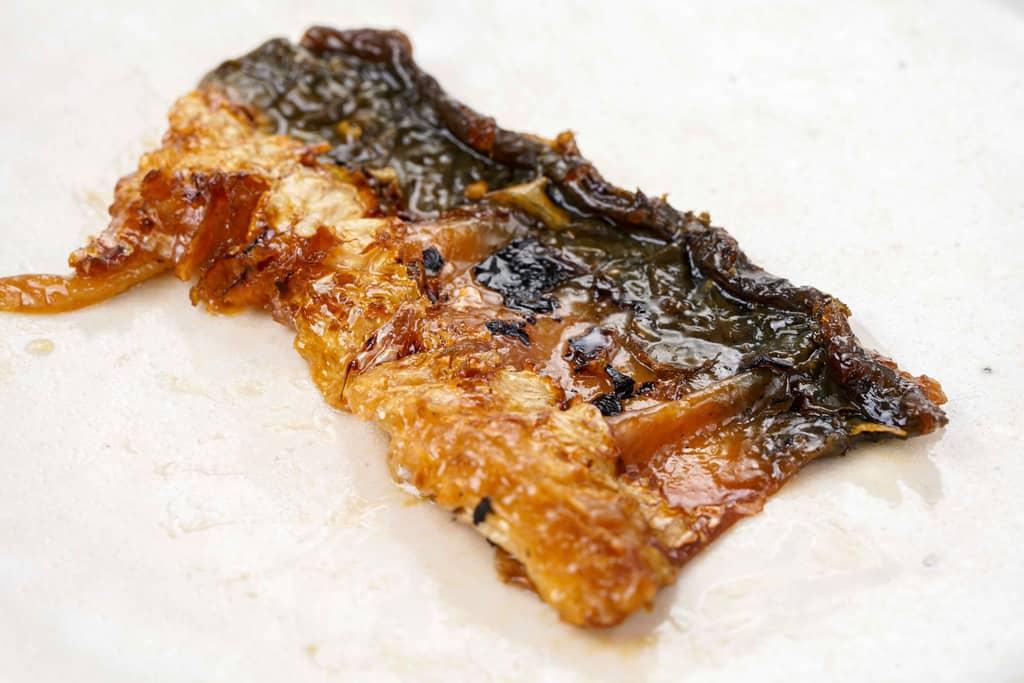 くら寿司のウナギの蒲焼きの皮目