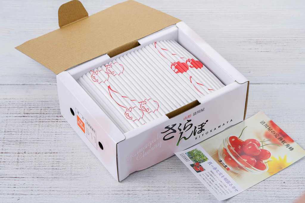 清川屋の山形県産さくらんぼの化粧箱とリーフレット