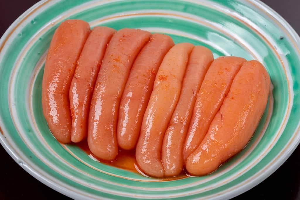 皿の上に並べた島本食品の「北海道噴火湾産できたて辛子明太子320g」