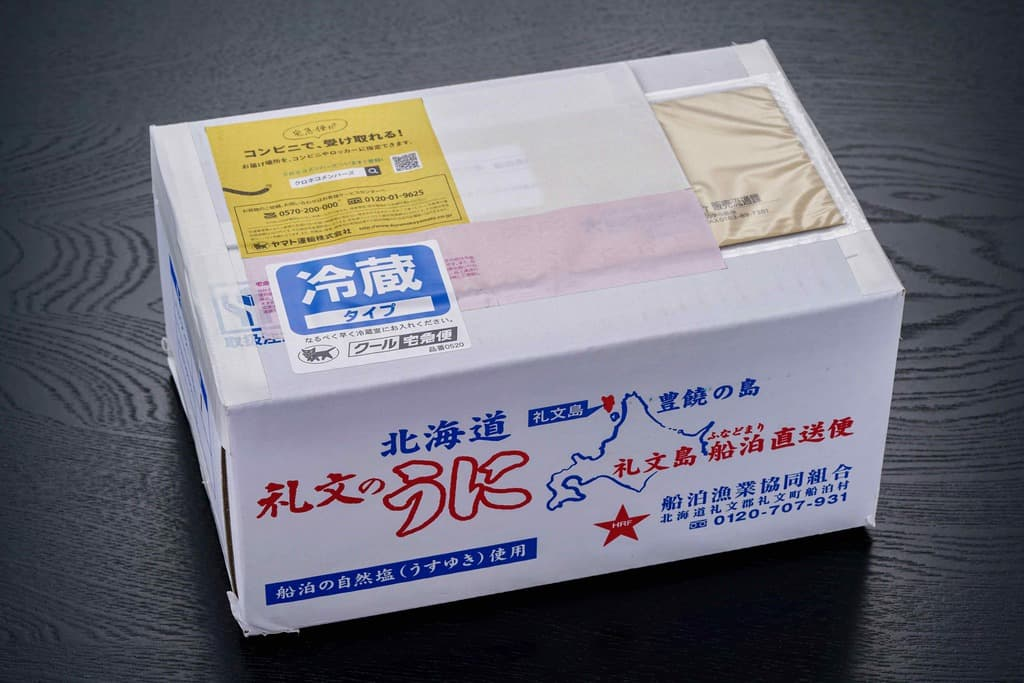 礼文島船泊漁業協同組合の通販エゾバフンウニが入った箱