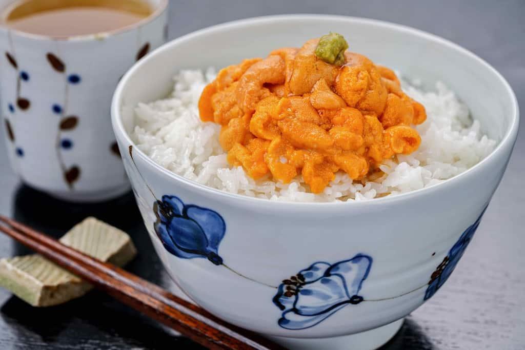 礼文島のお取り寄せ生エゾバフンで作るウニ丼・お茶・箸・箸置き