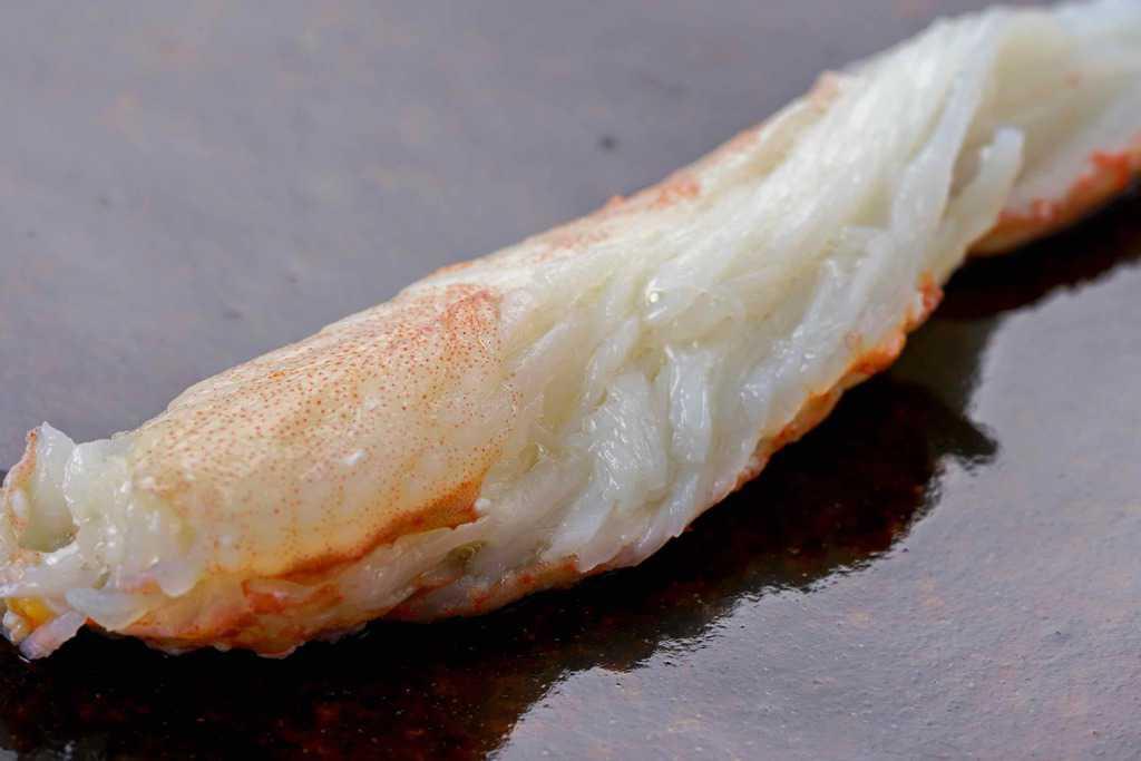 解凍したロシア産ズワイガニの脚肉