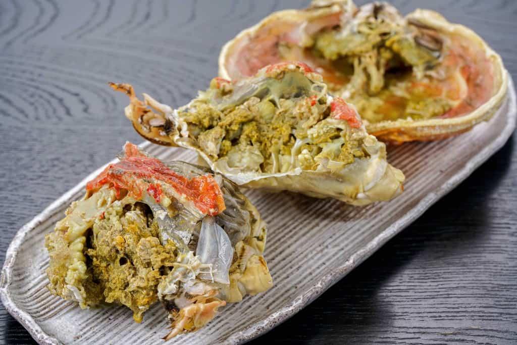 ズワイガニの甲羅と肩肉、ズワイガニの蟹味噌、かにみそ