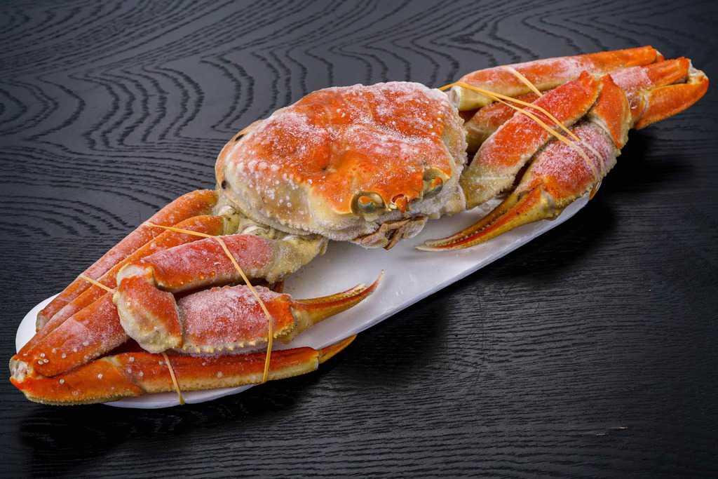 さっぽろ朝市 高水の通販・お取り寄せロシア産本ズワイガニ特大1kg、冷凍ずわい蟹