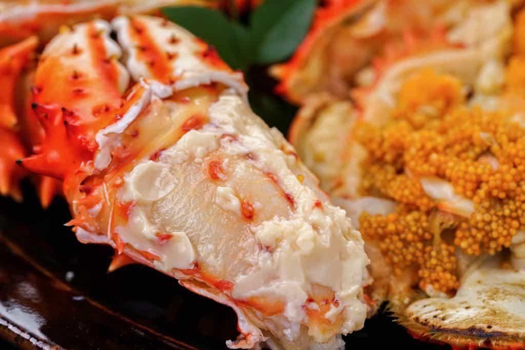 ボイルした花咲蟹の爪肉と外子、蟹爪