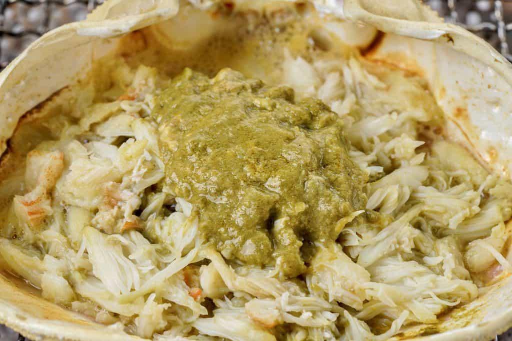 ズワイガニのカニ味噌甲羅焼き、ずわい蟹の甲羅に入った蟹味噌と肩肉
