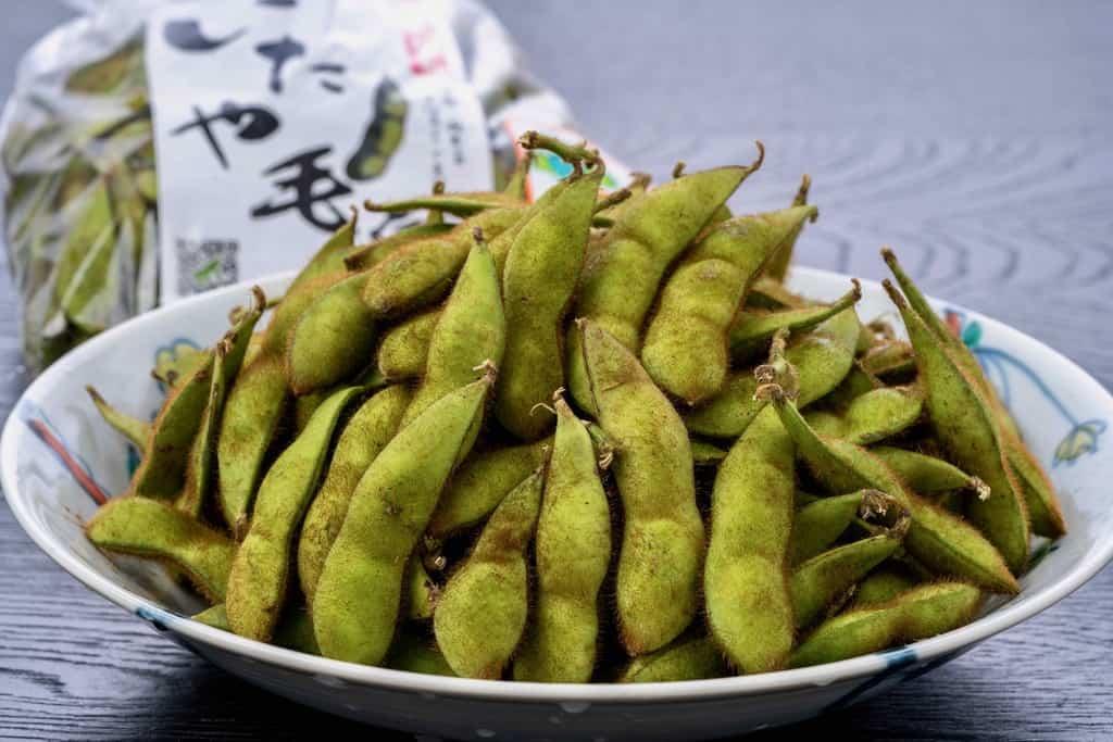 皿に山盛りの「いたや毛豆」、青森県の毛豆枝豆