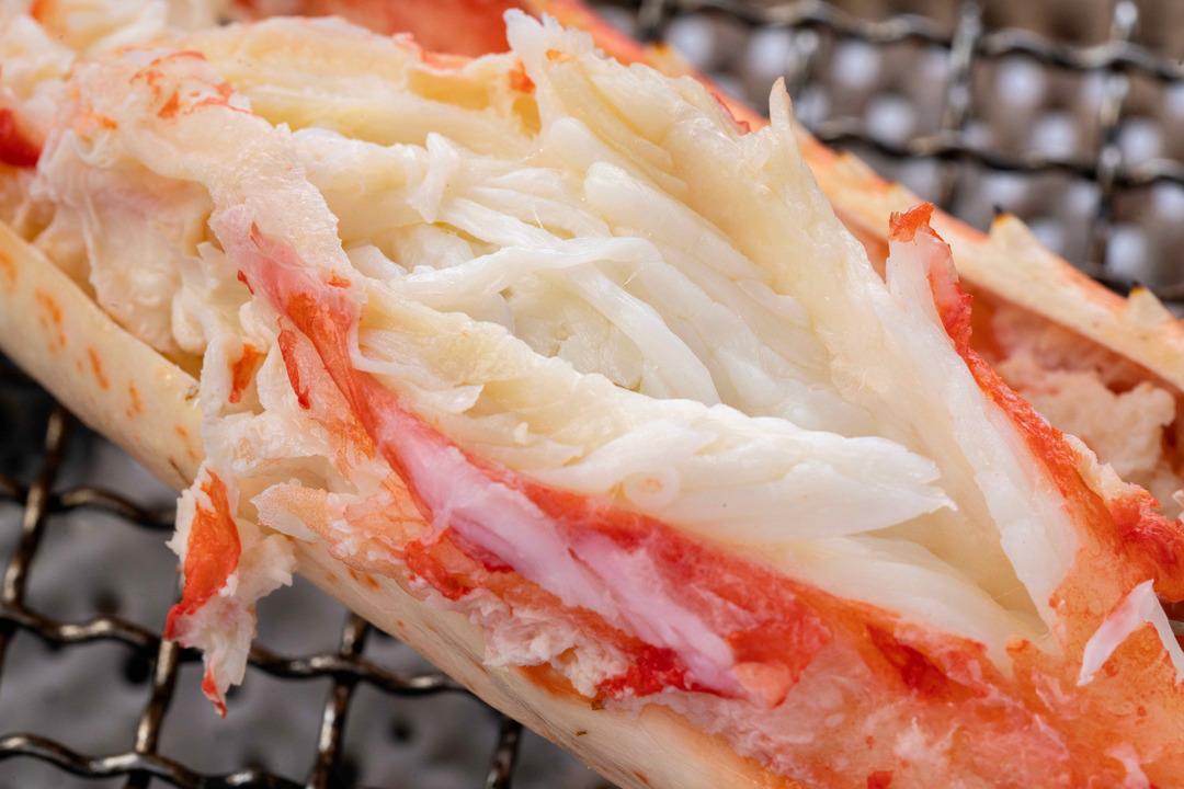 ふっくらした身の焼きたらば蟹、美味しそうな焼きタラバガニ