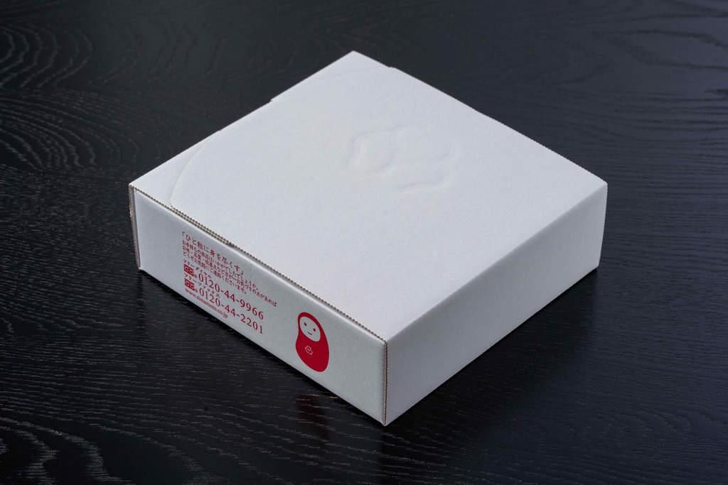 島本食品の博多名物いわしめんたい(4尾入)が入った箱