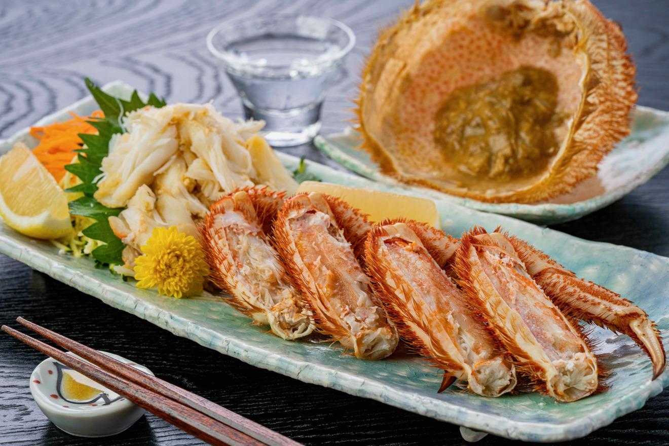 北海道産毛蟹の盛り合わせ、毛ガニの脚肉・肩肉・カニ味噌・日本酒