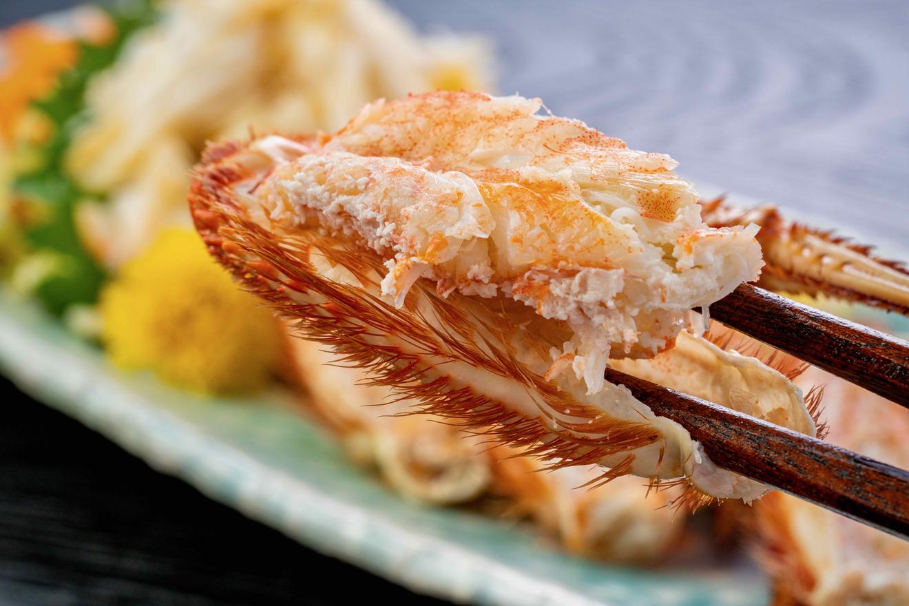 北海道ぎょれんで購入した宗谷産ボイル毛がにの脚肉、足に身が詰まっているボイル毛蟹